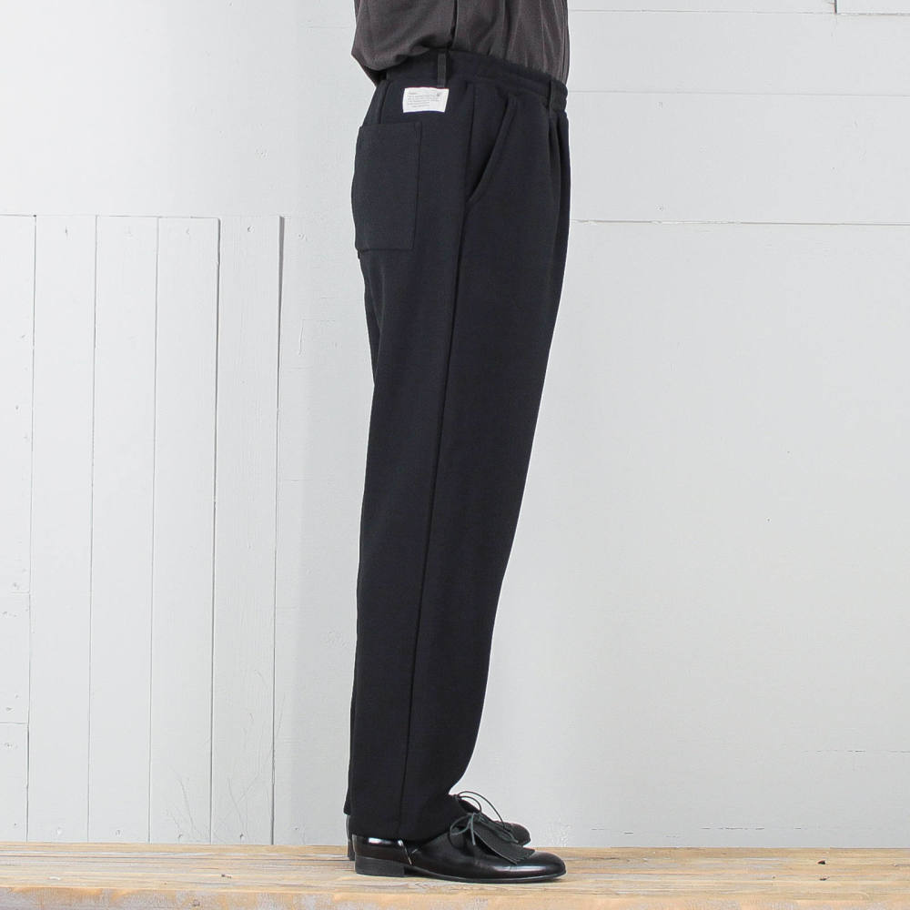 size40(M)着用 (身長:174cm 体重:65kg)